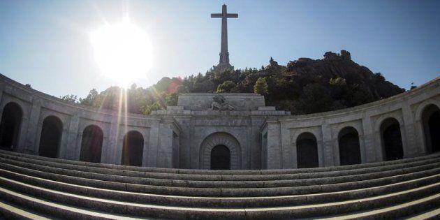 Vista de la fachada principal de la basílica del Valle de los Caídos.