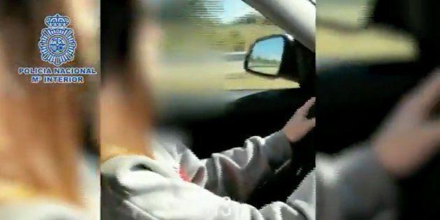 Vídeo de la menor conduciendo a más de 220