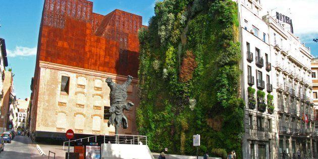 El centro cultural CaixaForum de Madrid, situado muy cerca del museo del