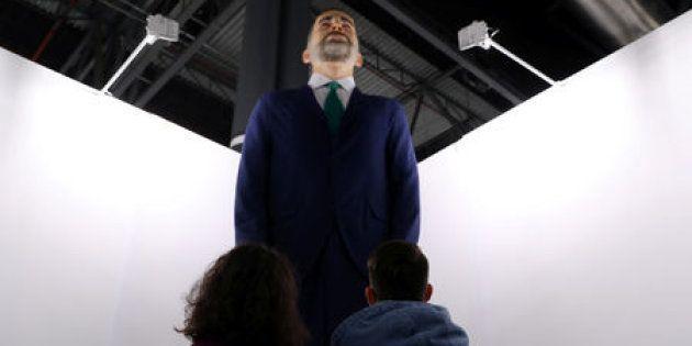 El ninot de Felipe VI, de los artistas Santiago Sierra y Eugenio Merino, en la feria de arte contemporáneo