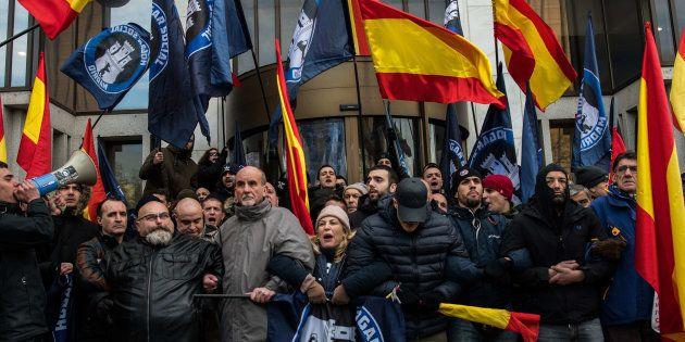 Protesta de simpatizantes de Hogar Social Madrid, el pasado febrero, ante su edificio
