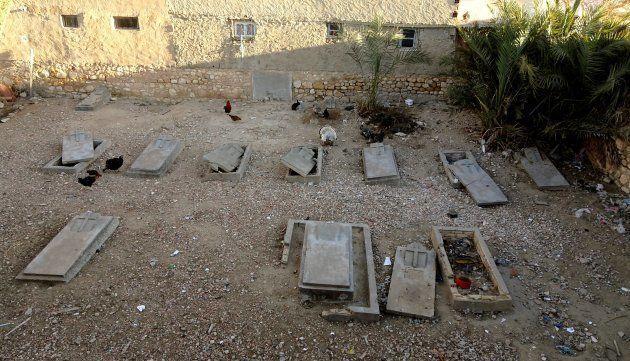 Las tumbas, unas cerradas y otras