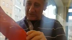 El emocionante vídeo de un padre que recibe la camiseta del equipo de fútbol de su