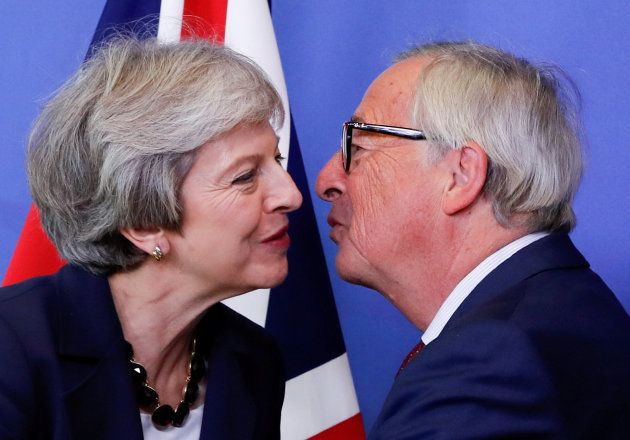 Jean-Claude Juncker recibe a Theresa May en
