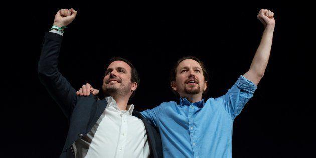 Pablo Iglesias, secretario general de Podemos, y Alberto Garzón, coordinador de Izquierda Unida, durante...