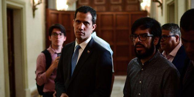 Juan Guaidó, ayer, llegando a la Asamblea Nacional para declarar el estado de emergencia por los