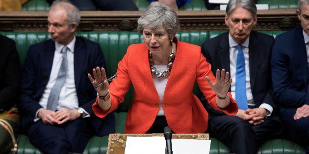 La primera ministra de Reino Unido, Theresa May, durante su comparecencia de esta tarde en el Parlamento...