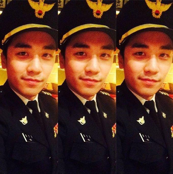 승리가 돌연 '2014년 11월에 경찰 정복을 입고 찍은 사진'을 인스타그램에서