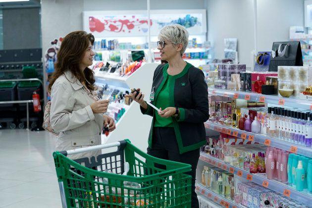 La cadena de supermercados de origen valenciano Mercadona ha empezado estelunes a renovar los uniformes...