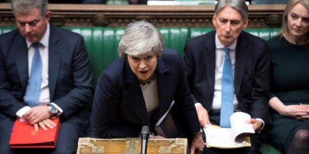 La primera ministra del Reino Unido, Theresa May, durante su comparecencia de este miércoles en el Parlamento...