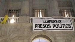 El Ayuntamiento de Barcelona vuelve a colgar el lazo amarillo en su