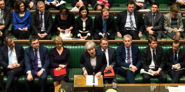 La primera ministra de Reino Unido, Theresa May, compareciendo esta tarde en la Cámara de los