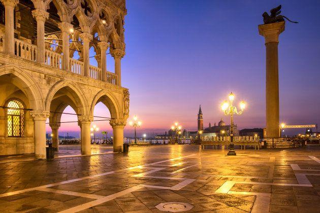 Vista de la Plaza San Marcos al amanecer, en