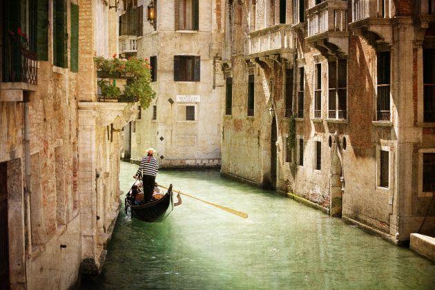 Paseo en Góndola por los canales de Venecia