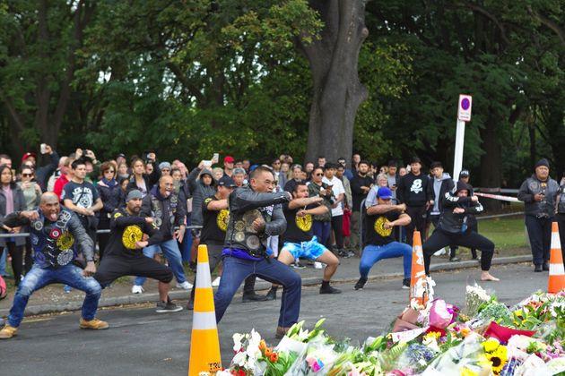 Μαορί μοτοσικλετιστές τιμούν τα θύματα της Νέας Ζηλανδίας με τον χορό