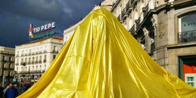 El Oso y el Madroño de Madrid, tapado para protestar contra el