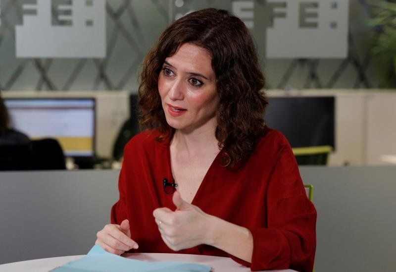 """Díaz Ayuso dice que las mujeres han pasado de obedecer """"al marido"""" a obedecer """"a la"""