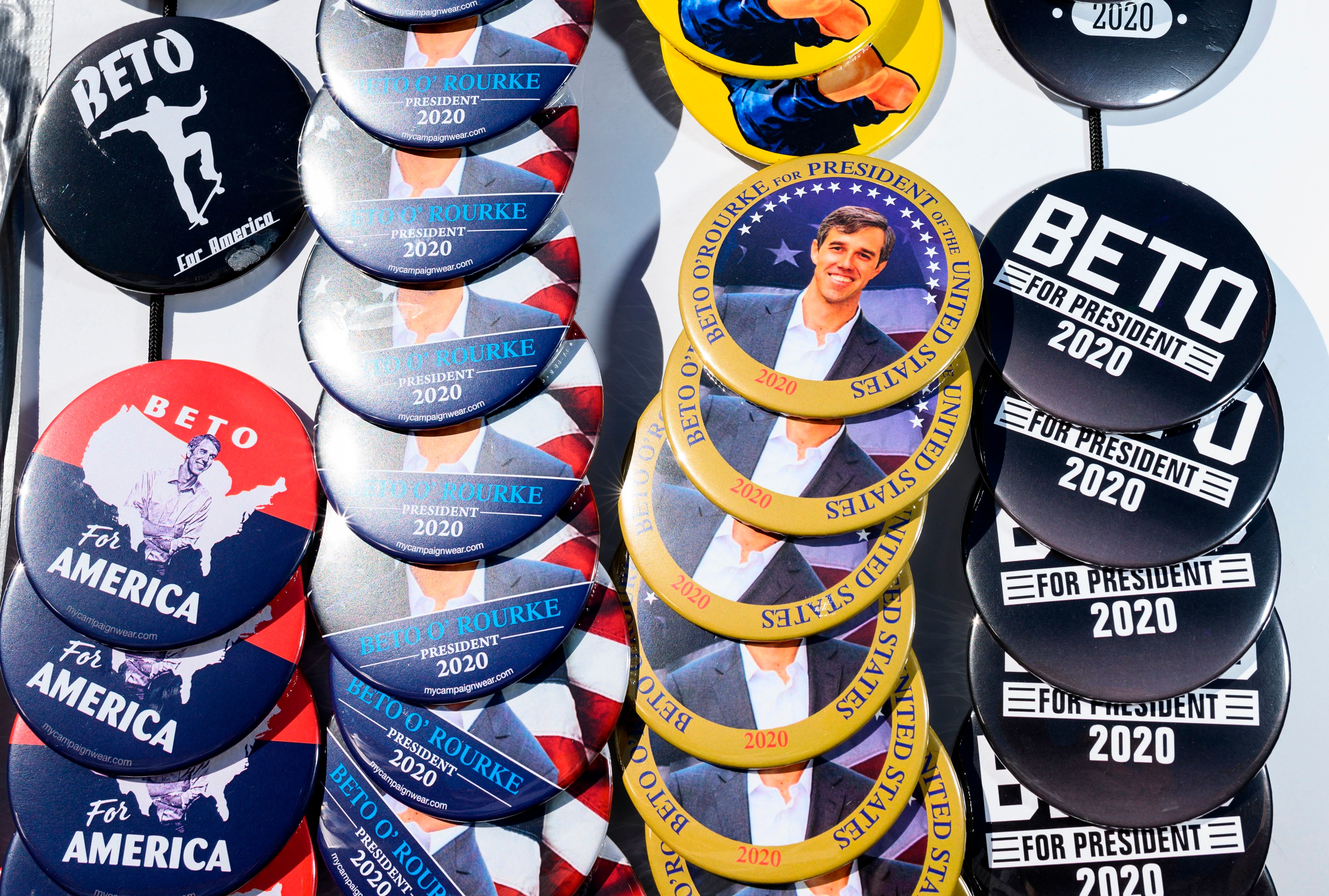James Bragg of Dallas, TX sells buttons supporting former Texas Congressman Beto O'Rourke outside a campaign stop on March 15, 2019 in Washington, Iowa, one day after O'Rourke announced his candidacy for president joining a growing field of 2020 Democratic hopefuls. (Photo by STEPHEN MATUREN / AFP)        (Photo credit should read STEPHEN MATUREN/AFP/Getty Images)