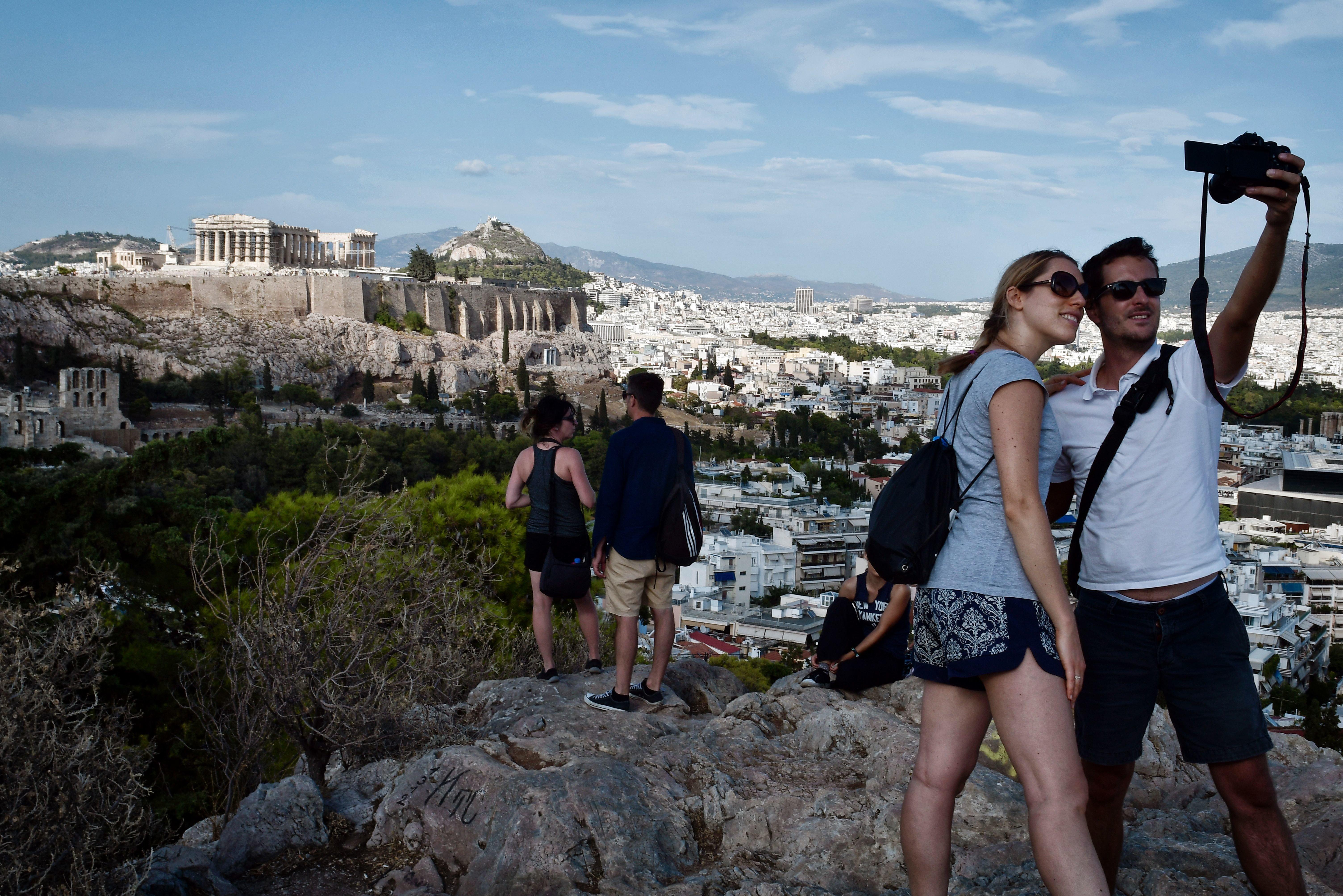 Η Ελλάδα ανταγωνίζεται τουριστικά τον εαυτό