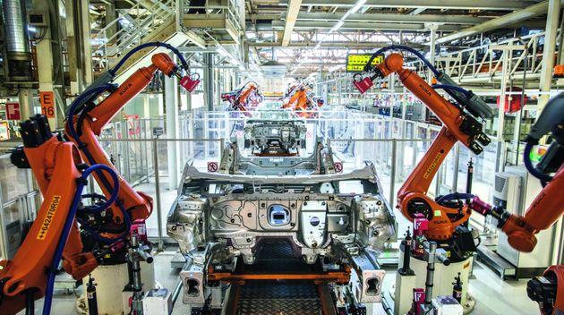 Robots en la cadena de montaje de