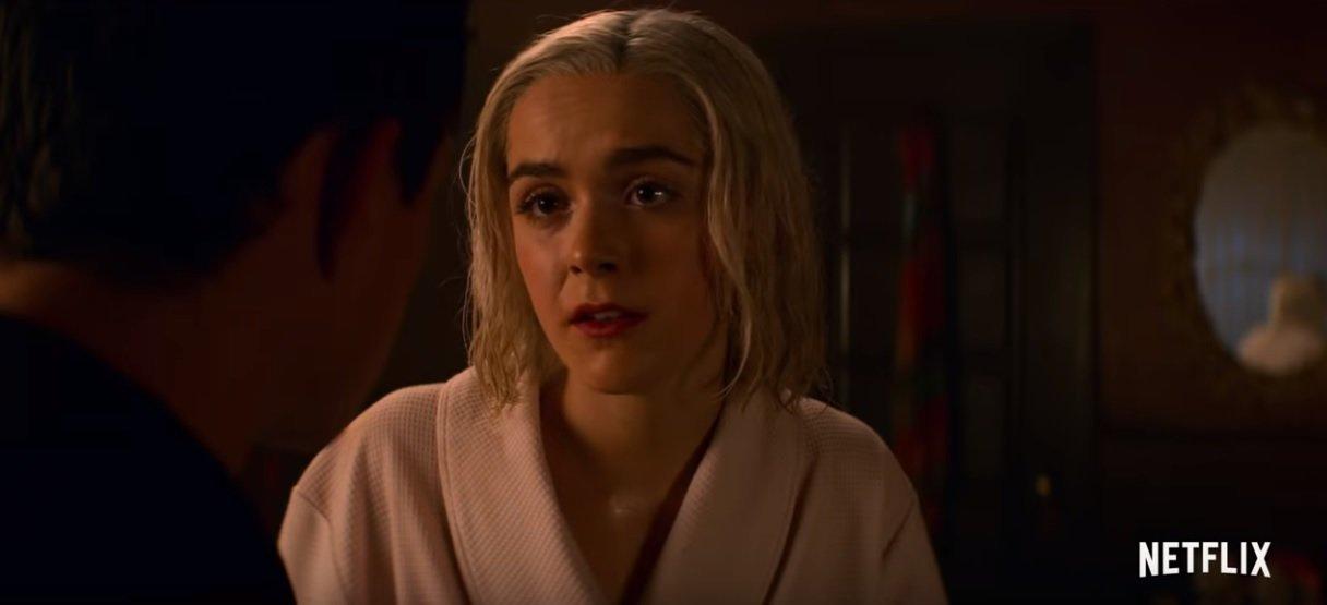 Sabrina está tocando o terror no trailer da 2ª temporada de 'O Mundo Sombrio de