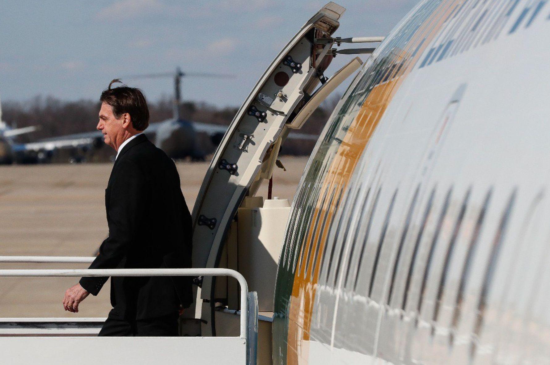 Bolsonaro dispensa visto para turistas dos EUA, em decisão
