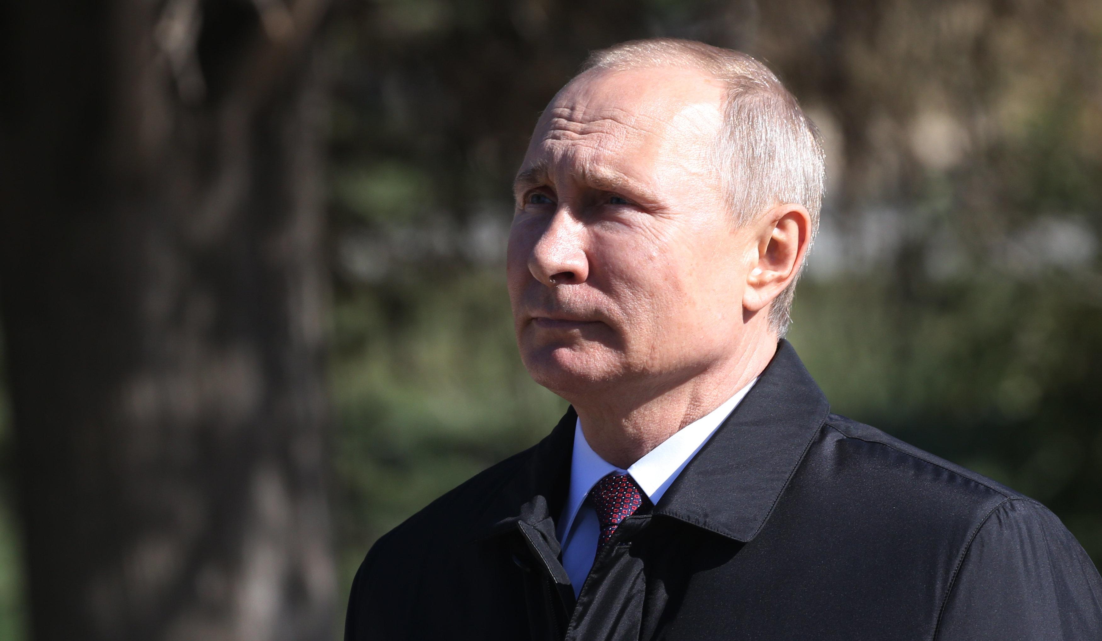 Putin Signs 'Fake News' Law Punishing Russian Media For Criticizing Him