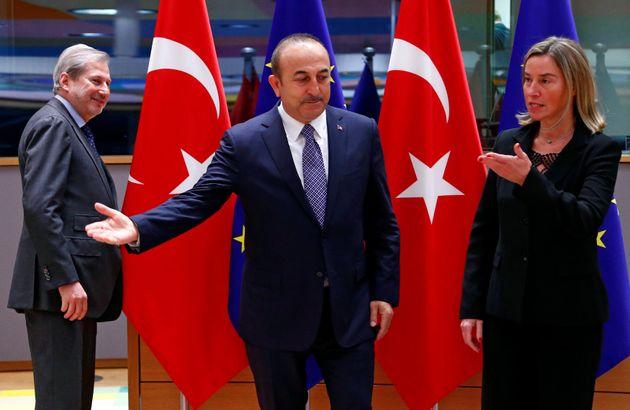 Αναστολή των ενταξιακών διαδικασιών της Τουρκίας από την ΕΕ: Χτύπημα στο καρφί ή στο