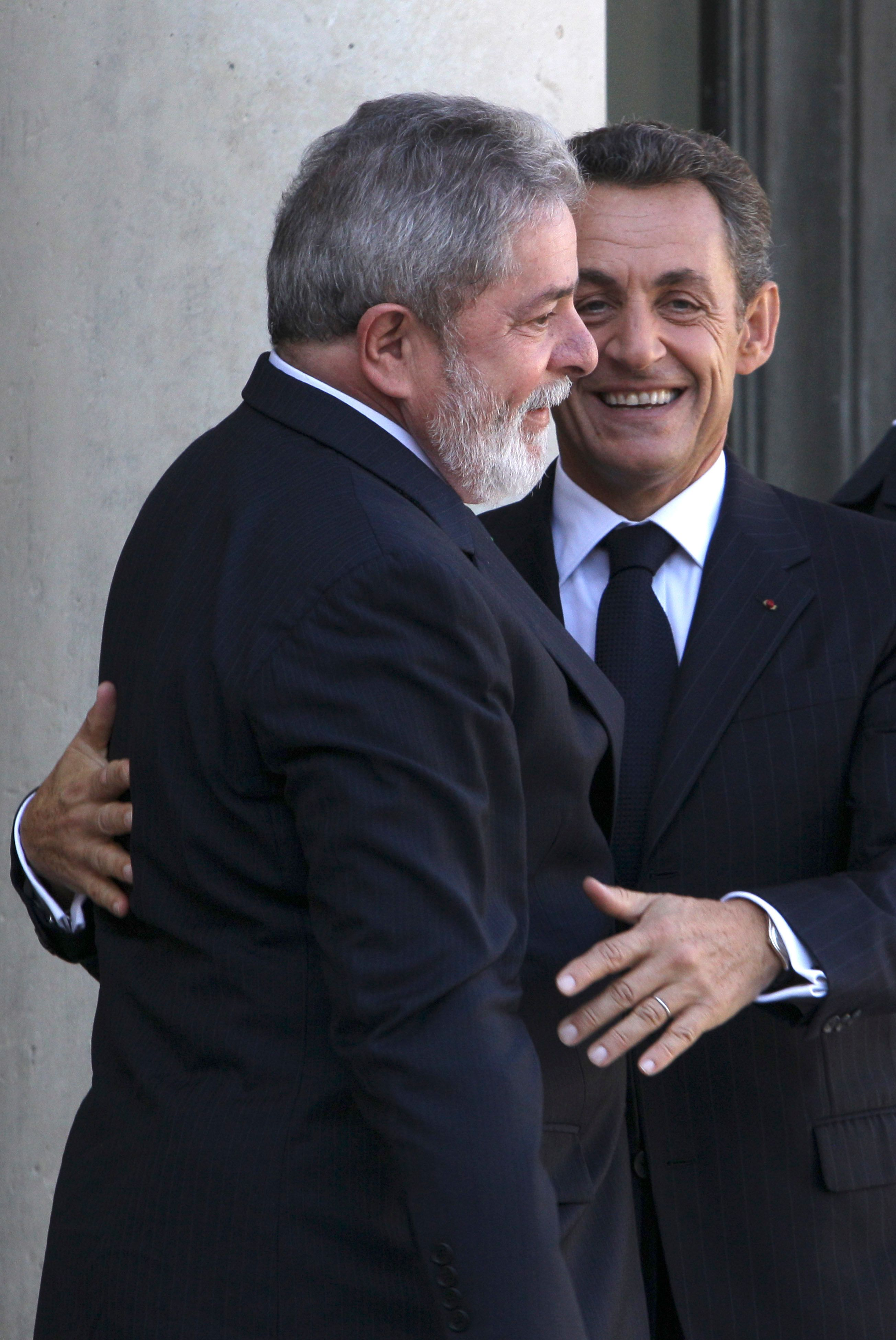 Palocci acusa Lula de negociar propina em reunião com Sarkozy em