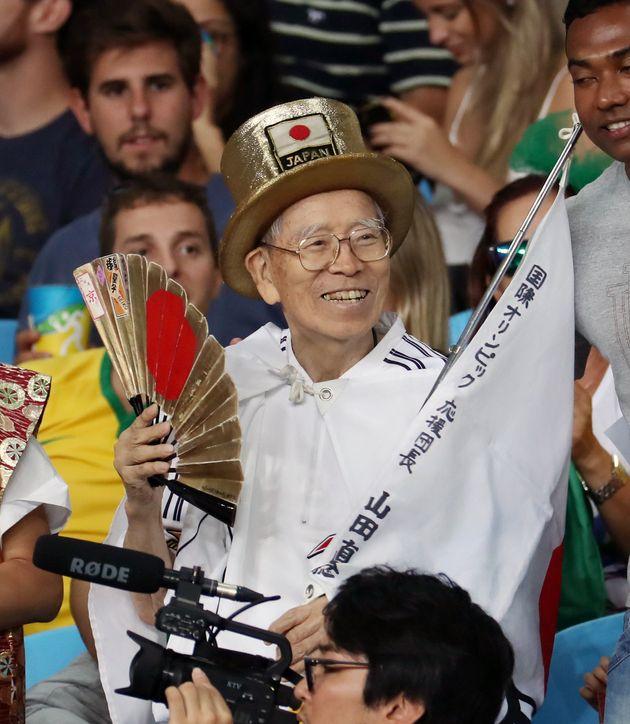 2016年のリオ五輪で、レスリング会場で応援する「オリンピックおじさん」こと山田直稔さん