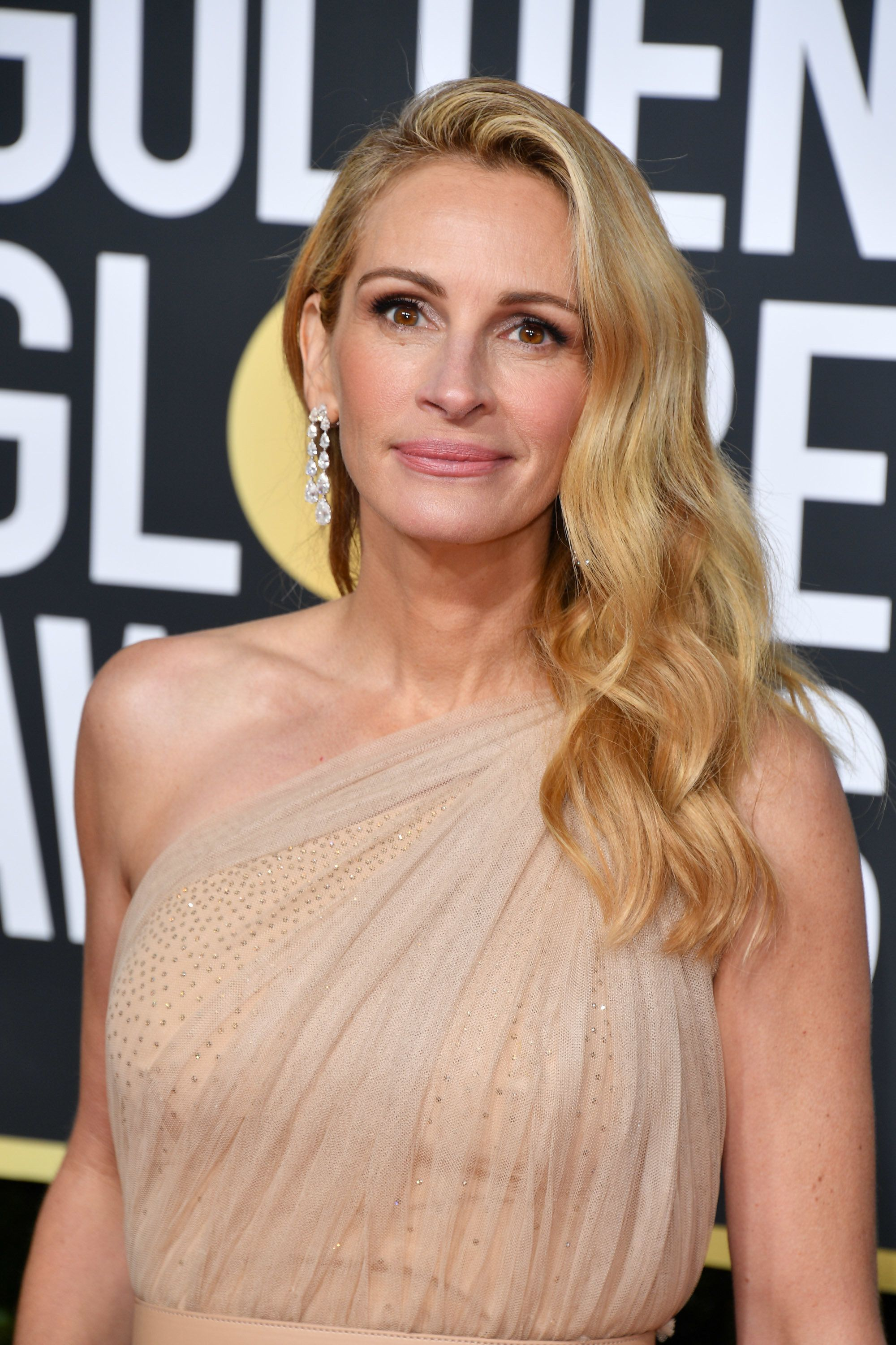 BEVERLY HILLS, CALIFORNIA - JANUARY 06: Julia Roberts attends the 76th Annual Golden Globe Awards held at The Beverly Hilton Hotel on January 06, 2019 in Beverly Hills, California. (Photo by George Pimentel/WireImage)