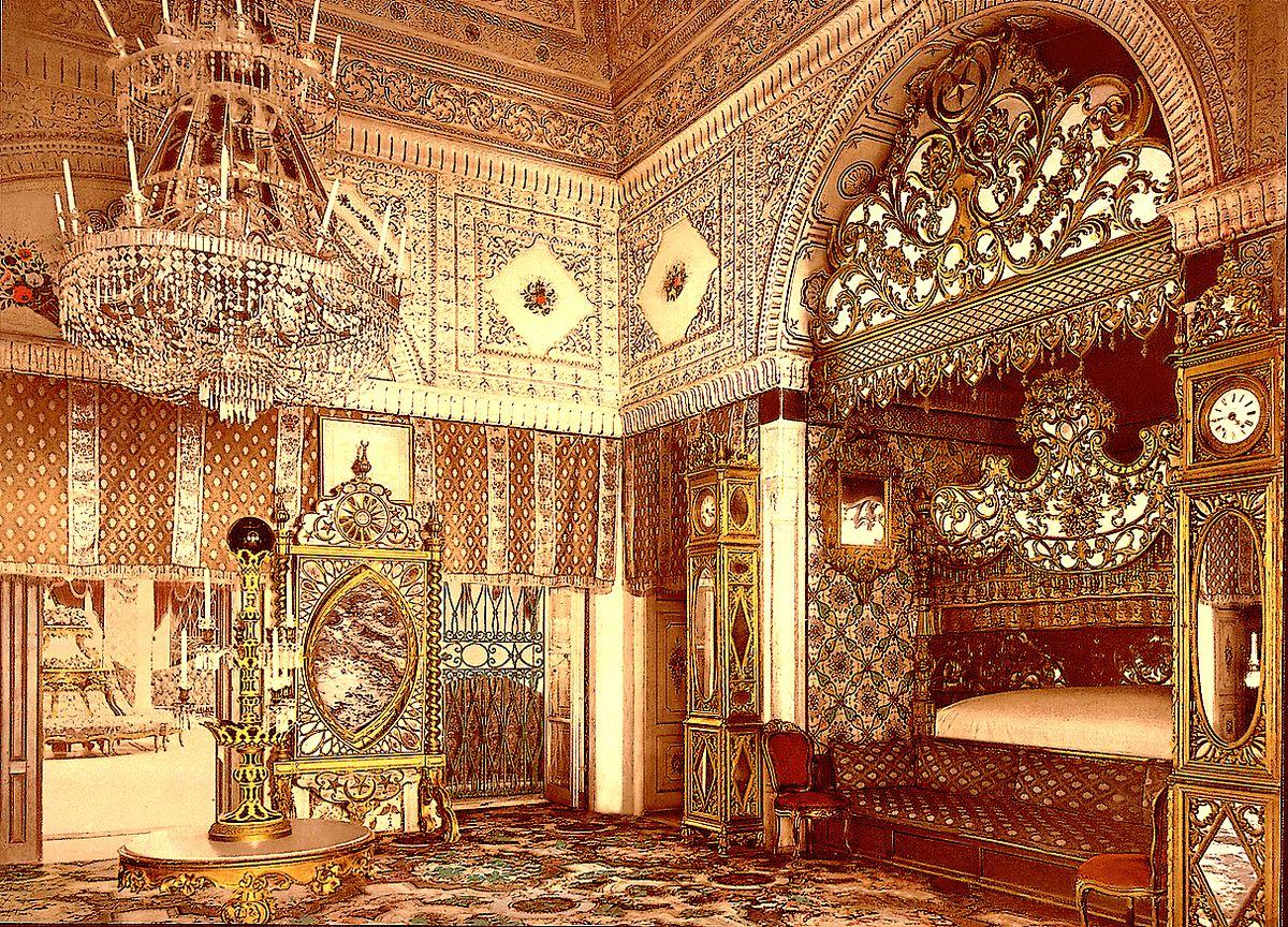 Photochrome daté de 1899, montrant une vue partielle de la salle, dite chambre du Bey, au palais...