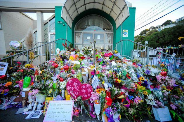 Muestras de apoyo a las víctimas y sus familias en el Jardín Botánico de Christchurch,...