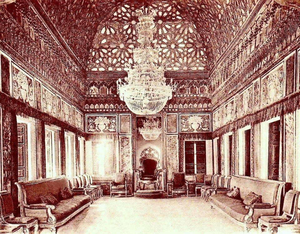Photographie du tout début du XXe siècle, montrant la salle des glaces au palais du Bardo....