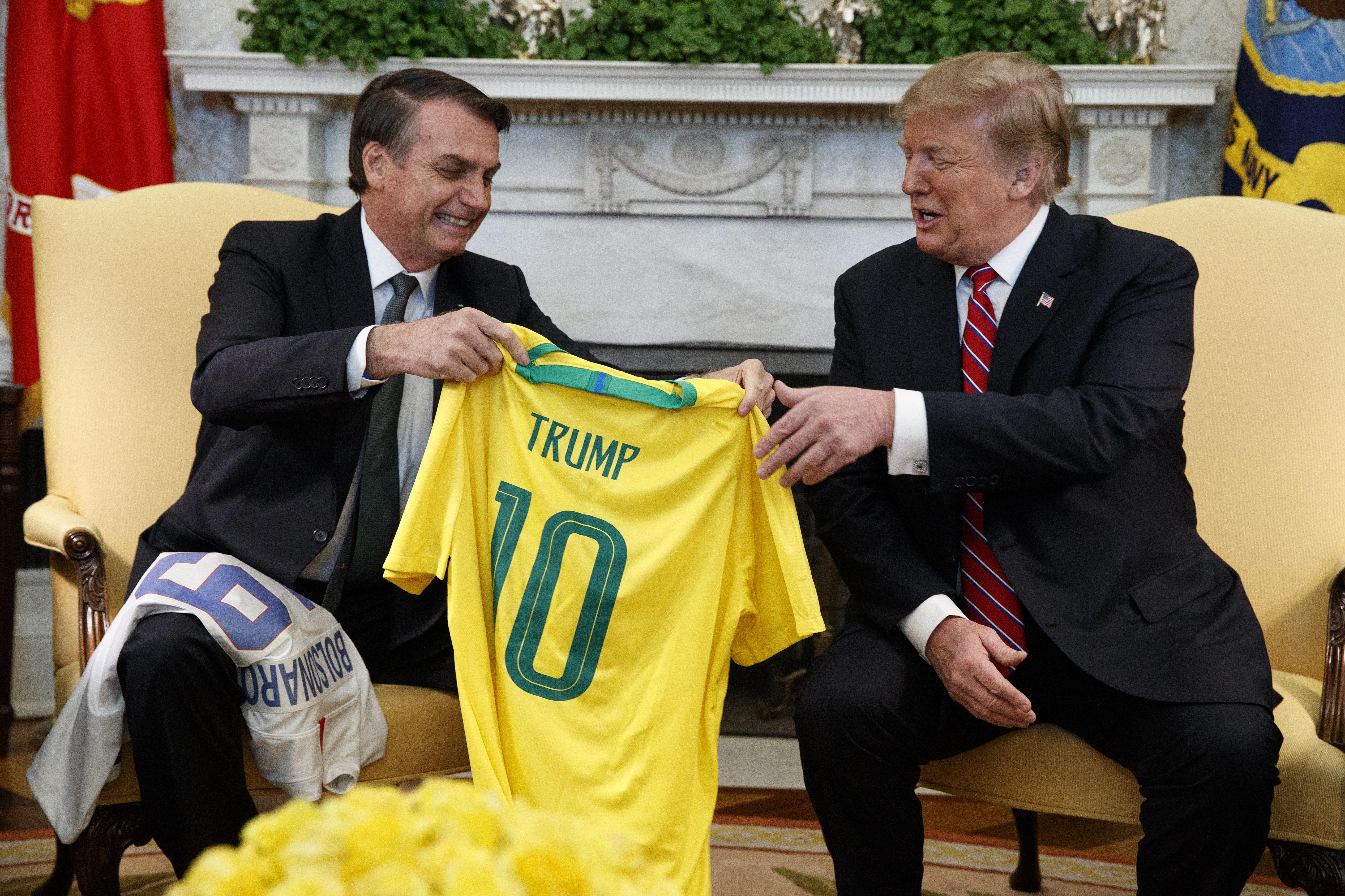 Ao receber Bolsonaro, Trump promete apoio à entrada do Brasil na