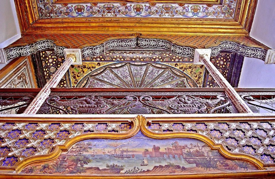 Vue de l'une des deux tribunes de l'ancienne salle de musique du Bey (rebaptisée