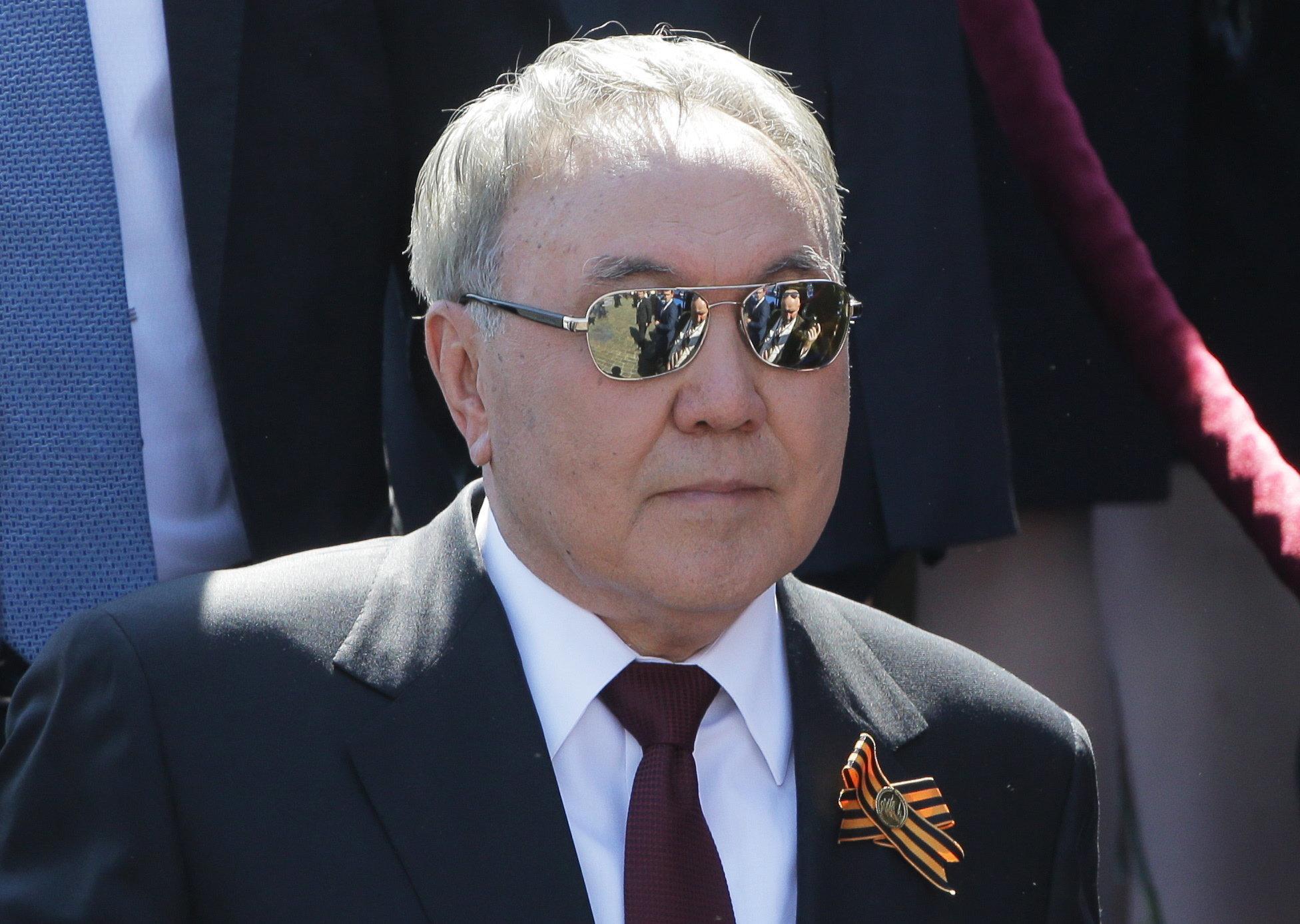 Καζακστάν: Ο Ναζαρμπάγεφ φεύγει, αλλά μένει (αφού έστειλε 1 δισ. δολάρια στο