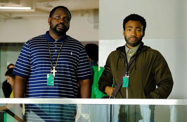 Brian Tyree Henry e Donald Glover como Paper Boi e Earn, encarando o absurdo que é ser negro na