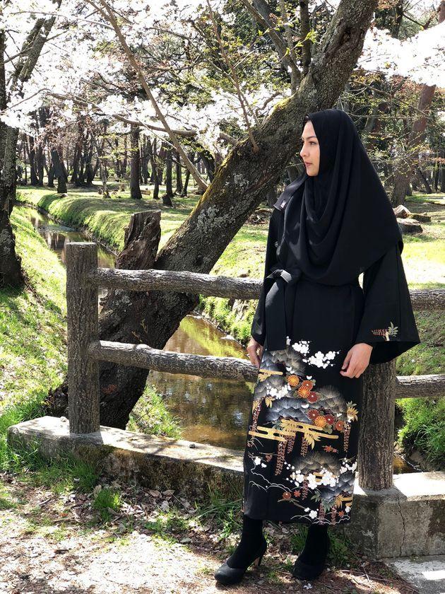 黒留袖のアバヤ(着用しているのはモデル)