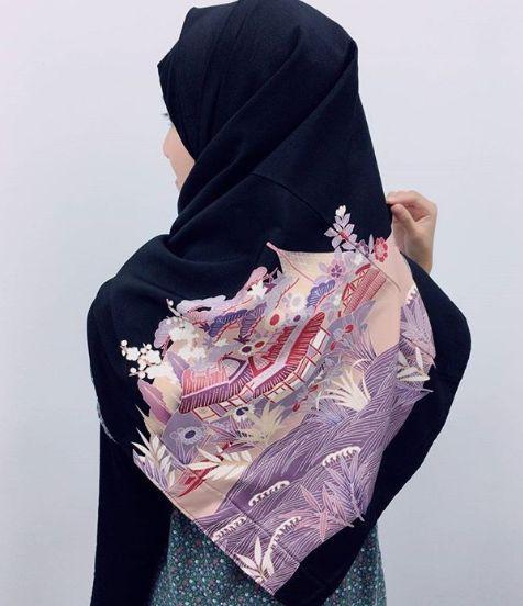 着物ヒジャブ(着用しているのはモデル)