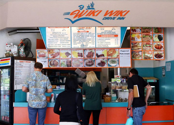 <strong>C</strong>ustomers line up at the Wiki Wiki Drive Inn takeout restaurant counter in Honolulu. Hawaii would be the first state to ban most plastics used at restaurants, if legislation lawmakers are considering is enacted.