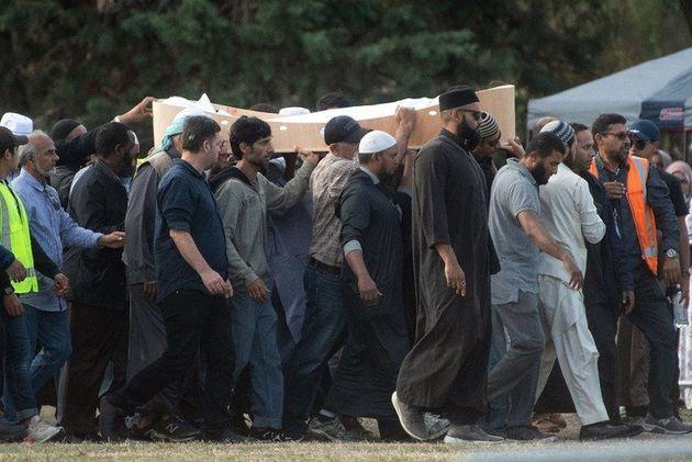 Attentat terroriste de Christchurch: inhumation des premières victimes du carnage des