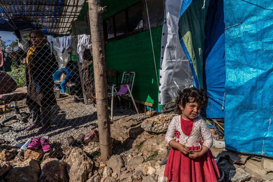 Ιστορίες ελεύθερων-εγκλωβισμένων προσφύγων στις «ζούγκλες» των νησιών του