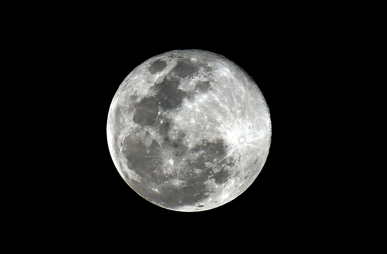 No volverás a ver una luna como la de esta noche hasta