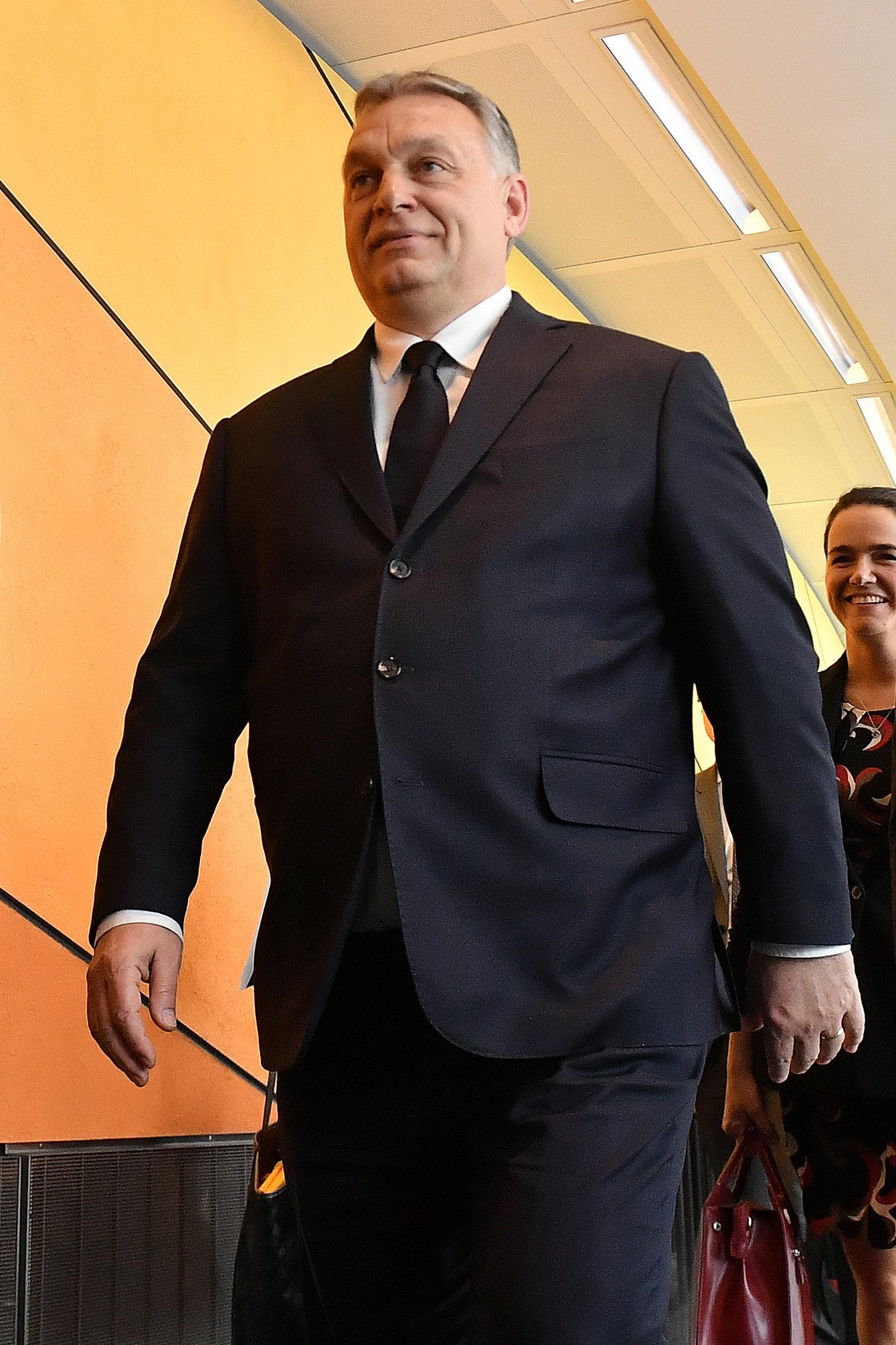El PP europeo suspende al partido de Viktor