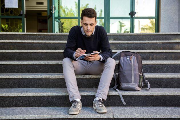El italiano Riccardo Corradini, en la entrada de la biblioteca de la Universidad Islámica de