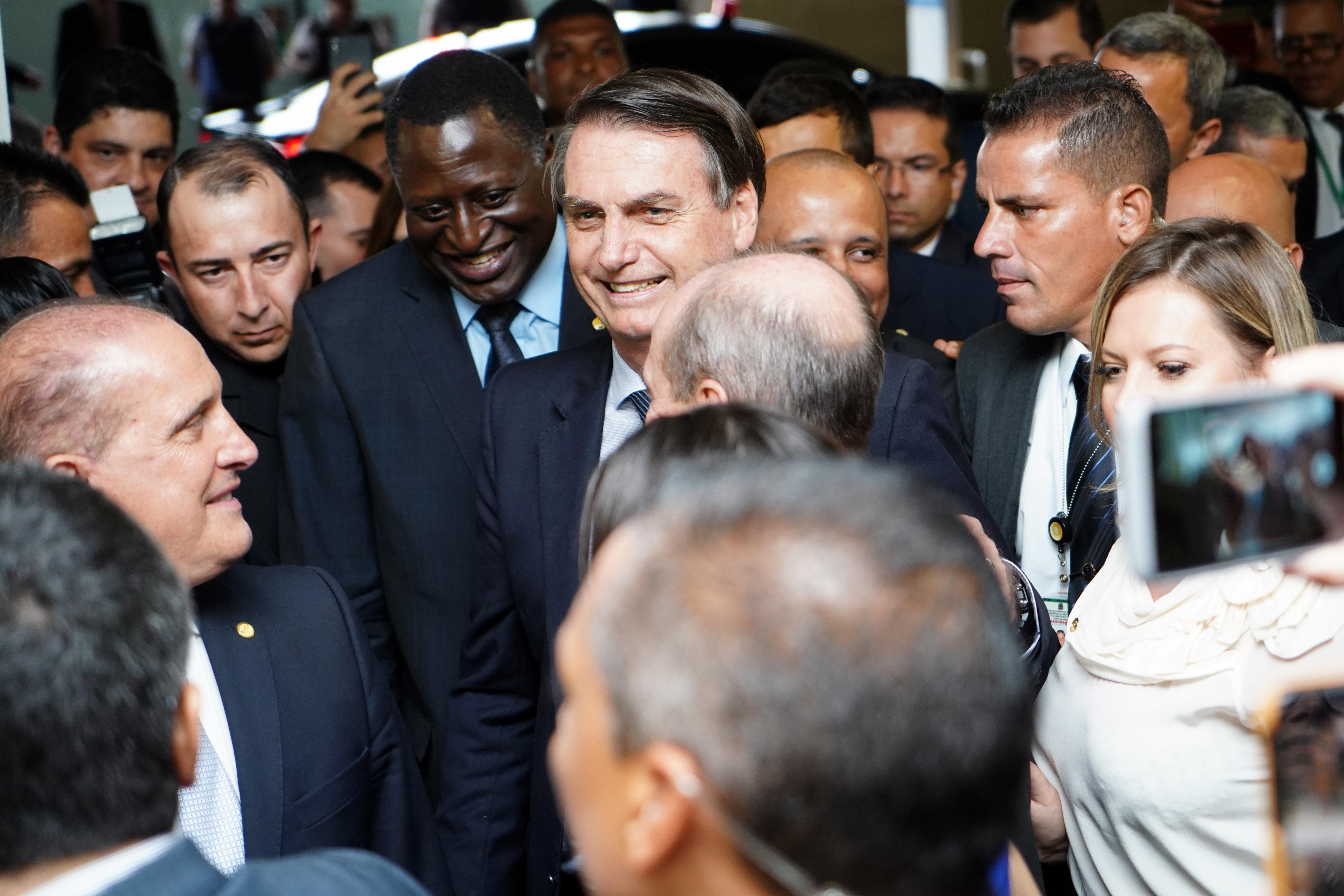 Bolsonaro entrega reforma da Previdência dos militares ao