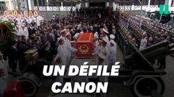 Les images du cercueil du président vietnamien posé sur un canon, lors d'une grandiose