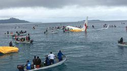 Un avion de ligne rate son atterrissage et plonge dans un lagon du