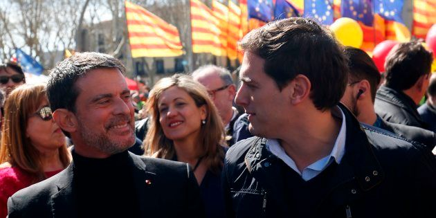 Manuel Valls et le leader de Ciudadanos Albert Rivera lors d'une manifestation contre l'indépendance...
